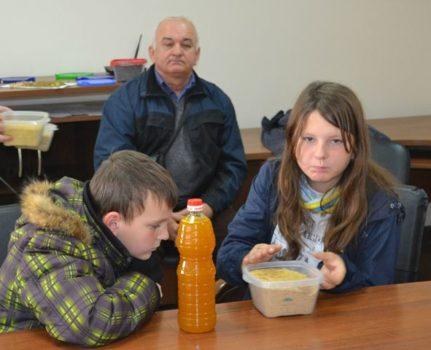 Вихованці проекту «Мобільна робота з молоддю» Карітасу Львова побачили виробництво олії у Ставчанах