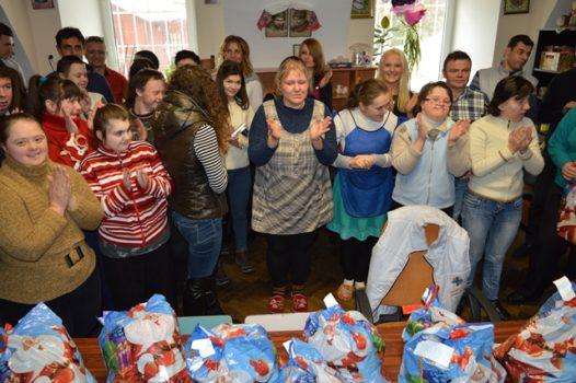 До молоді з особливими потребами завітали помічники святого Миколая з Польщі