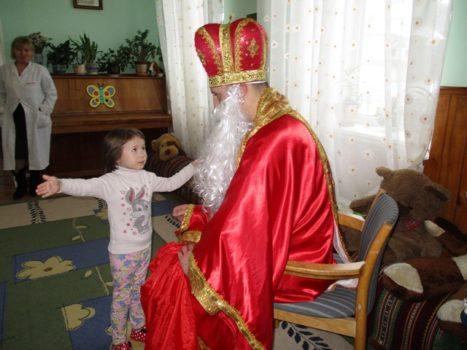У Карітасі Львова близько 200 дітей отримали щедрі подарунки від святого Миколая
