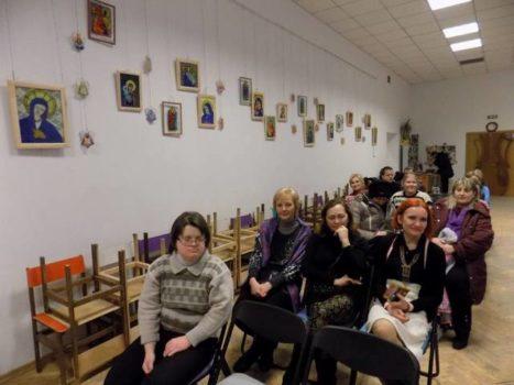 У Першій Львівській медіатеці триває Різдвяна виставка робіт особливої молоді