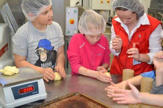 Діти та підлітки Карітасу Львова вчились пекти великодні паски