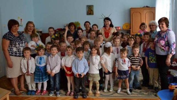 """Свято """"Матусю моя рідненька"""" у дошкільному закладі Карітасу Львова"""