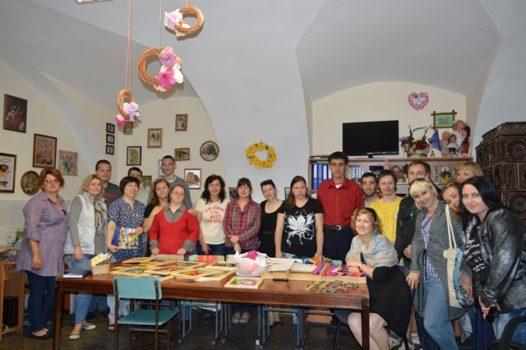 Соціальні працівники та психологи зі Сходу переймали досвід праці з особливою молоддю у Карітасі Львова