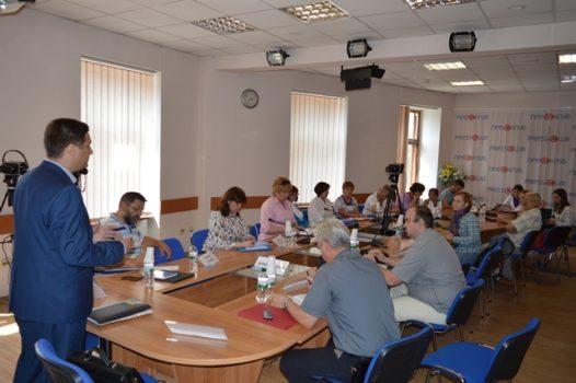"""Відбувся круглий стіл """"Проблема адаптації внутрішньо-переміщених осіб та ветеранів АТО в Україні"""""""
