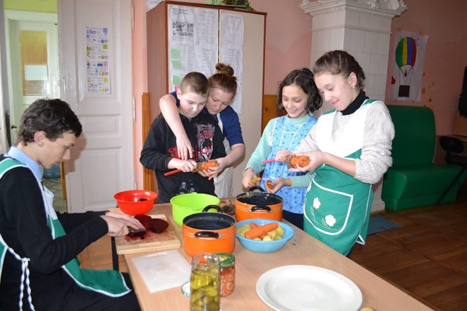Розпочались кулінарні майстер-класи для підлітків