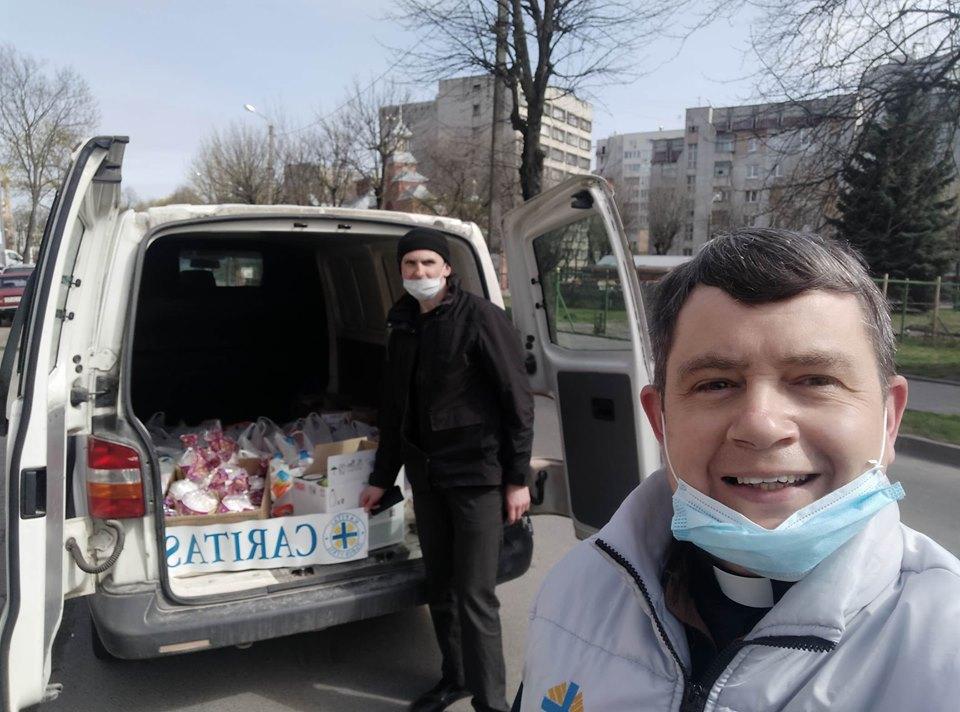 До Великодня Карітас Львів роздав подарунки тим, хто найбільше потребує