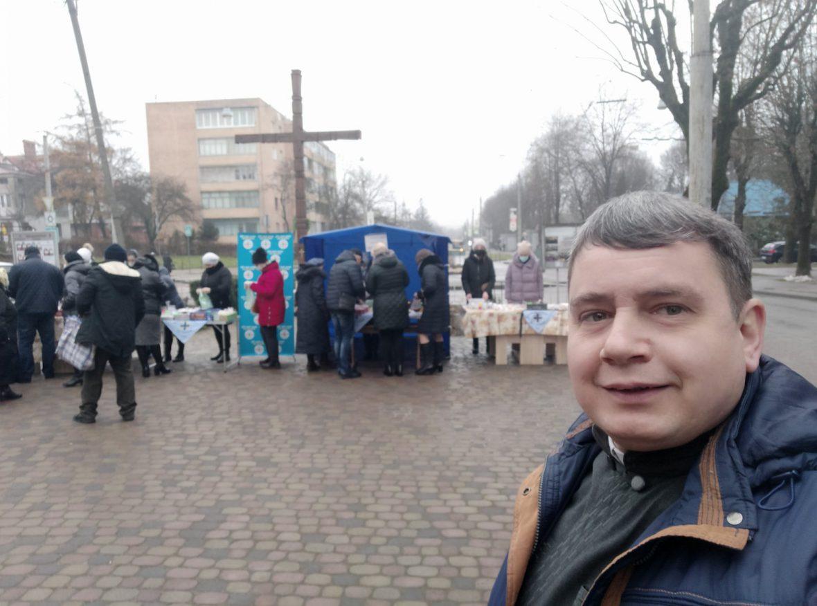 ПарафіяльнийКарітасхраму Св. Кирила і Методія провів ярмарок до дня Св. Миколая.
